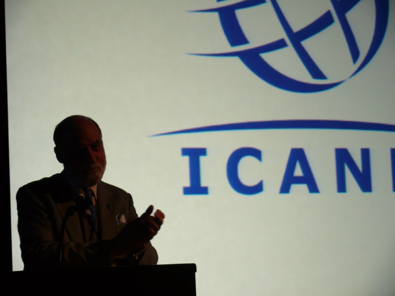 Vint Cerf at ICANN by Veni (CC BY 2.0) https://flic.kr/p/3KWko9