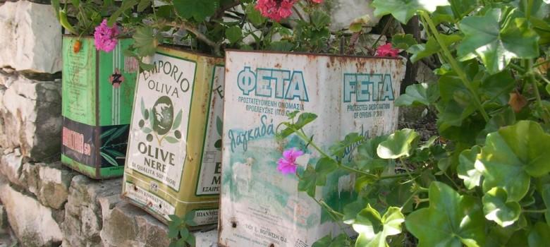 Feta tins with plants by Sean O'Sullivan (CC BY-NC 2.0) https://flic.kr/p/6Vz2W7