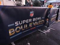 Super Bowl Boulevard by Sean Curry (CC BY-NC-SA 2.0) https://flic.kr/p/jBZNtr