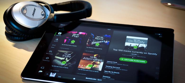 Spotify on iPad air & Bose qc15 by Julien Sabardu (CC BY-NC-ND 2.0) https://flic.kr/p/qY32kW