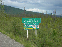 Entering Canada Sign by Jimmy Emerson, DVM (CC BY-NC-ND 2.0) https://flic.kr/p/cB7FRQ