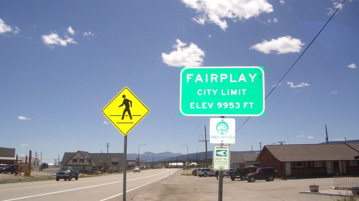 By Davepark [CC BY-SA 3.0 (https://creativecommons.org/licenses/by-sa/3.0)], from Wikimedia Commons, https://commons.wikimedia.org/wiki/File:Fairplay_sign.jpg