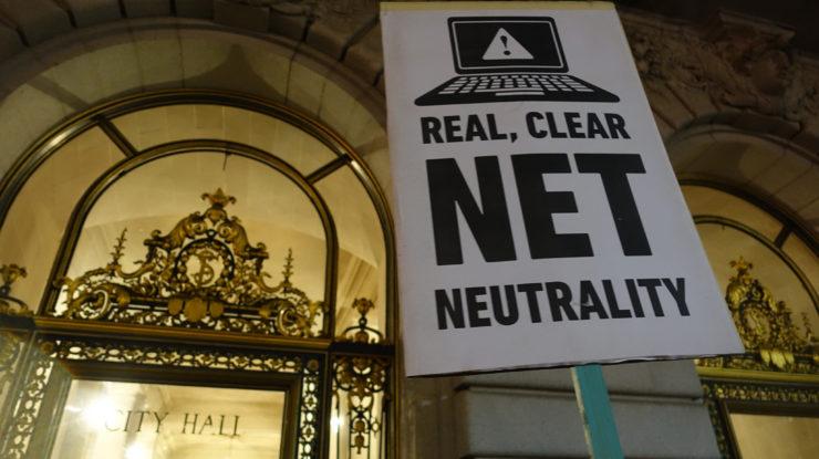 Net Neutrality rally at San Francisco City Hall #BayAreaSpeaks #NetNeutrality #protest by Steve Rhodes https://flic.kr/p/q9ZTkg (CC BY-NC-SA 2.0)
