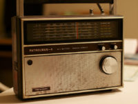 Dad's Radio by Alan Levine (CC BY 2.0) https://flic.kr/p/amq5UJ